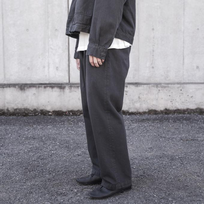 YOKE / 2tuck Wide Trousers