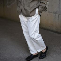 WIRROW / High Count Twill Tuck Pants (White)